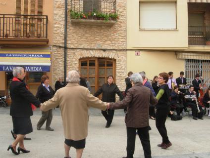 Audició i ballada de sardanes organitzat per l'ajuntament -2012